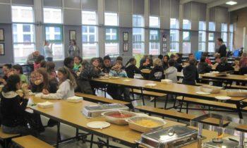 Du 100 % bio dans les cantines scolaires : ouvrons le débat de la transition écologique de l'alimentation  !
